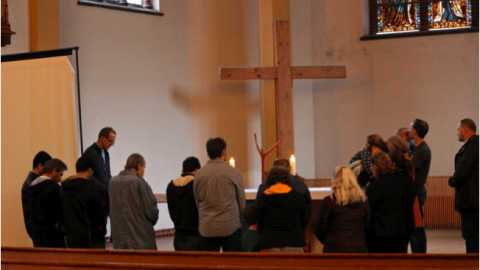 Serving refugees in Leipzig: Homeless pray for the homeless
